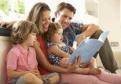 Pequenas Conversas Família lendo